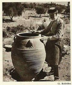 Aπού 'χει στάρι και κρασί και λάδι στο πιθάρι έχει του κόσμου τα καλά και Του Θεού τη χάρη....  Κρητη 1930...