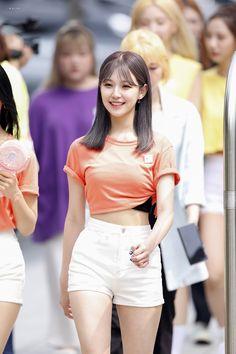 South Korean Girls, Korean Girl Groups, Cute Girls, Cool Girl, Pretty Girls, Rapper, Character Poses, Kpop, Cute Korean