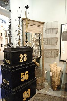 large trunks and wire baskets for display Flea Market Displays, Store Displays, Booth Displays, Retail Displays, Number 19, 2 Kind, Shabby Chic, Industrial Chic, Industrial Living