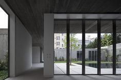 '2 houses in santa isabel' by ricardo bak gordon photographer: fernando guerra  / 'no place like 4 houses 4 films' at the venice architecture biennale