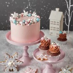 Holiday Baking with Peggy Porschen — Allure with Decor - Beautiful Holiday Baking. Christmas Cake Designs, Christmas Cake Decorations, Christmas Cupcakes, Holiday Cakes, Christmas Sweets, Christmas Holiday, Christmas Wedding, Christmas Birthday Cake, Birthday Cakes