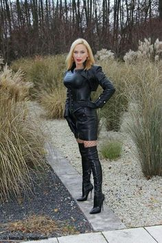 Lady in leather outfit Sexy Older Women, Sexy Women, Leather Fashion, Fashion Boots, Black Thigh Boots, High Leather Boots, Leather Tops, Leather Gloves, Black Leather