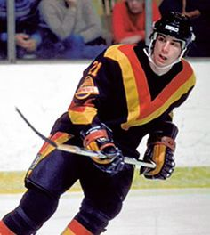Cam Neely In Vancouver as a Canuck rookie Ice Hockey Teams, Pro Hockey, Hockey Players, Hockey Stuff, Vancouver Canucks, Nhl, 7 Months Baby Food, Canada Hockey, Good Old Times