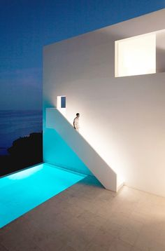 stxxz:    Fran Silvestre Arquitectos-House on the Cliff - Spain. Photo (c)Diego Opazo