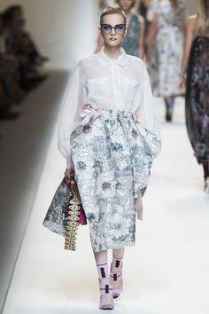 Fendi Spring 2017 Ready-to-Wear Fashion Show - Lina Hoss