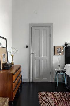 sofa blanco salón blanco piso nórdico pintar comedor negro paredes negras estilo escandinavo decoración salones decoración nórdica decoración comedores comedor negro