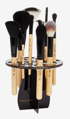 A good make-up brush needs to be treated and retained regularly for a longer duration. With space for 14 brushes, this holder helps in the drying process while protecting them. The brushes are bought separately. Experience Oriflame's Preci...