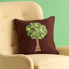 button tree pillow - coussin avec arbre en boutons