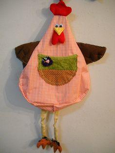 Útil e decorativa.  Puxa-saco galinha.  Várias cores.  Quanto mais saquinhos mais bonita ela fica.  Produto artesanal, pode ocorrer alteração de cores. R$ 29,00