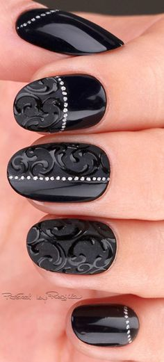 Manicure with Lace 3D black lacquer