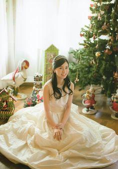ドレスを着た佐々木琴子