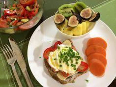 ❤️❤️❤️ Benny & bowl of fruit - best food! Avocado Egg, Food To Make, Eggs, Homemade, Fruit, Drinks, Breakfast, Desserts, Drinking