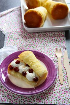 Babà filled with ricotta cheese and sour cherries (scroll down for English)
