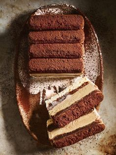 Tiramisu Ice Cream Layer Cake Recipe ) ) It's every entertainer's favourite, with irresistible layers of chocolate, coffee and cream, ready and waiting for you to take that first spoonful. Frozen Desserts, Frozen Treats, Just Desserts, Delicious Desserts, Yummy Food, Baking Desserts, Cake Baking, Sweet Recipes, Cake Recipes