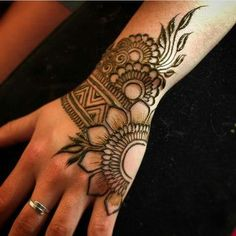 🌙 Exquisite Henna Artistry🌙 Studio in beautiful Vergennes, Vermont.✨ purveyor of the finest organic henna, and henna supplies on etsy ✨ Henna Hand Designs, Dulhan Mehndi Designs, Arte Mehendi, Mehndi Designs Finger, Mehndi Designs For Girls, Mehndi Designs For Beginners, Stylish Mehndi Designs, Mehndi Designs For Fingers, Mehndi Design Photos