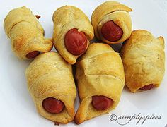 Mini Crescent Dogs...great finger food for the beach!