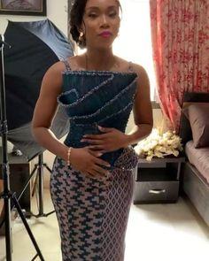 African Wedding Attire, African Attire, Latest African Fashion Dresses, African Dresses For Women, Traditional Wedding Attire, Traditional Outfits, African Fashion Traditional, African Print Dress Designs, Kente Dress