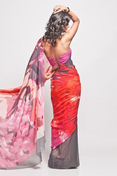 A digital printed sari in Georgette fabric, comes with an unstitched Crepe-de-Chine  blouse piece.