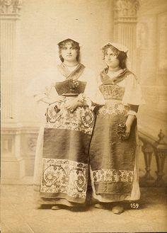 Italian Vintage Photographs ~ #Italy #Italian #vintage #photographs #family #history #culture ~ Italian women in folk dresses