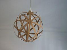 http://es.paperblog.com/como-hacer-una-lampara-con-chapa-de-madera-235094/