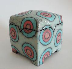 Blassblaue Dose aus Keramik