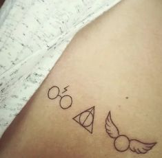 Harry Potter Glasses, Deathly Hallows and Golden Snitch - style - . - Harry Potter glasses, Deathly Hallows and Golden Snitch – style – # glasses - Tiny Harry Potter Tattoos, Harry Potter Snitch, Harry Tattoos, Harry Potter Symbols, Harry Potter Glasses, Harry Potter Deathly Hallows, Deathly Hallows Tattoo, Simbols Tattoo, Tattoo Tod