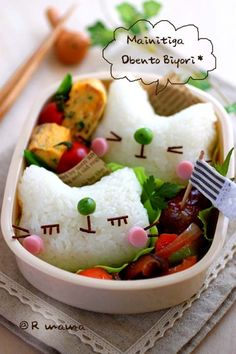 Sleepy kitty onigiri bento with omelette and meatballs.