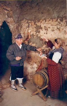 Quinto, Zaragoza, Spain. Trajes tradicionales antiguos (recreación)