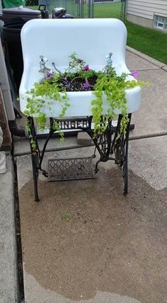 Repurposed Furniture - 17 of the Most Attractive Small Garden Ideas for the Smart Gardener Small spaces can be attractive gardens too! If you lack the soil or area for a large garden, consider these small garden ideas here! Garden Yard Ideas, Garden Crafts, Garden Projects, Garden Art, Garden Tools, Porch Garden, Garden Furniture Design, Smart Garden, Outdoor Furniture Sets