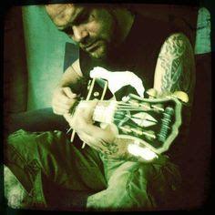 A man w/ a guitar.....so HOT