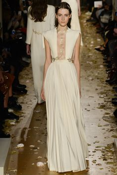 Valentino Spring 2016 Couture Fashion Show (What i would wear for the 2016 BAFTAs)