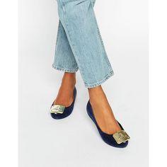 Vivienne Westwood for Melissa Ultragirl Plaque Flock Flat Shoes (411.160 COP) ❤ liked on Polyvore featuring shoes, flats, navy, navy blue flats, flat heel shoes, plastic flat shoes, navy shoes and flat shoes