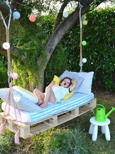 DIY swing from Euro pallets - 25 fairytale ideas for you .- DIY Schaukel aus Europaletten – 25 märchenhafte Ideen für Sie DIY swing from Euro pallets – 25 fairytale ideas for you - Diy Projects For Kids, Diy Pallet Projects, Outdoor Projects, Garden Projects, Diy For Kids, Pallet Ideas, Pallet Garden Ideas Diy, Pallet Swing Beds, Diy Swing