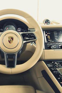 Interior de un gran auto Porsche.
