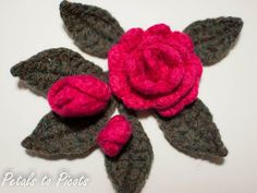 Rosebud and Leaf Pattern to Embellish a Burlap Wreath | Petals to PicotsPetals to Picots