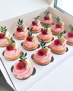 Easy Cake Recipes - New ideas Cupcake Recipes, Dessert Recipes, Gateau Baby Shower, Cute Desserts, Baking Desserts, Baking Recipes, Pretty Cakes, Cookies Et Biscuits, Mini Cakes