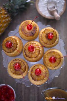 Ispirandoci alla torta rovesciata all'anans abbiamo preparato i suoi #cupcake monoporzione! #ricetta #GialloZafferano: http://ricette.giallozafferano.it/Cupcake-rovesciati-all-ananas.html #italianrecipe