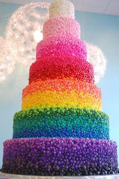 Rainbow Birthday Cake   Photo Credit: Riseandshinebakery.com   Here's a birthday cake that's truly dazzling – an ombré rainbow birthday cake with no less than seven layers of fun!
