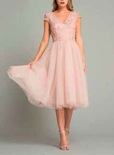 Why does trend tulle turn you into a princess dress? # Wedding guest clothing Why trend tulle can make you a princess dress . Mob Dresses, Blush Dresses, Dance Dresses, Bridesmaid Dresses, Formal Dresses, Midi Skater Dress, Floral Midi Dress, Pretty Outfits, Pretty Dresses