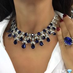 @vintagesignedjewels HAD THE BEST SELECTION IF BULGARI, CARTIER, HARRY WINSTON, AND GRAFF THAT I HAVE EVER SEEN! BUT YOU KNOW I AM A SUCKER FOR SAPPHIRES!!!! Especially when they are bluer than the sky, they are sitting on my neck, and they are from GRAFF!!!!! Thank you @vintagesignedjewels , for letting me casual wear this @graffdiamonds masterpiece......every piece at your booth was magnificent, counting the days to our next meeting !!!