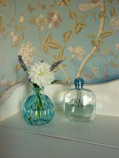 Aqua di Goiaia, ooit gekregen van manlief, met een paar bloemetjes uit eigen 'tuintje'..