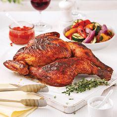 Grâce à sa marinade aux parfums typiques du Portugal, ce poulet à la chair tendre et à la peau croustillante vous en mettra plein la vue!