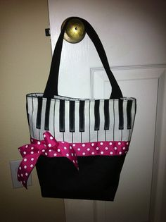 Music tote - need to make one to replace my piano bag that's falling apart.