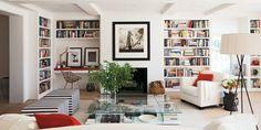 Elle Decor living room: white + bookshelves + glass table + built-in desk Home Living Room, Living Room Decor, Living Spaces, Built In Desk, Built In Shelves, Built Ins, Desk Shelves, White Shelves, Bookcase Desk