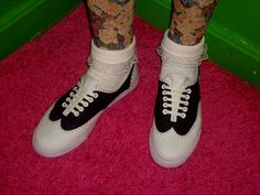 Marlena at rookiemag always has something amazing up her sleeve! DIY SADDLE SHOES!  http://self-constructed-freak.blogspot.com/ check out her pastel wonderland