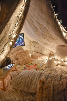 Sleepover Fort, Fun Sleepover Ideas, Room Design Bedroom, Room Ideas Bedroom, Bedroom Decor, Cozy Room, Aesthetic Bedroom, Dream Rooms, Game Movie