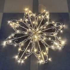 Christmas Home, Christmas Crafts, Christmas Decorations, Christmas Ornaments, Snowflakes, Diy And Crafts, Chandelier, Ceiling Lights, Wreaths