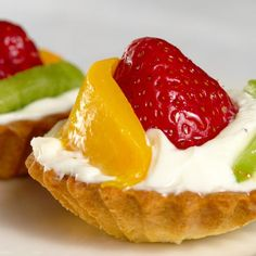 Aprende a preparar tartaletas de frutas con queso crema con esta rica y fácil receta. La fruta tiene múltiples beneficios para nuestro organismo, como por ejemplo s...