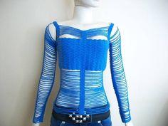 Blusa confeccionada a mão, em croche, com linha 100% poliamida, de alta qualidade, que proporciona à peça a elasticidade necessária para se ajustar ao corpo sem apertar. Bem fresquinha e bem versátil, pois vc pode usá-la com um shortinho, um jeans transado ou uma saia, sem deixar de ficar elegante e bem vestida.   ESSA PEÇA NÃO POSSUI PRONTA ENTREGA, NECESSITA SER ENCOMENDADA. O prazo de confecção é de 20 dias, a partir da confirmação da compra, RESPEITANDO AGENDA DE ENCOMENDAS. R$ 197,00