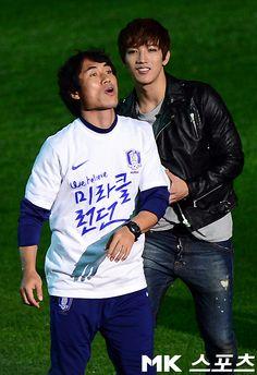 [NEWS//MKSPORTS] 2pm performing for friendly soccer match between South Korea & New Zealand! #2PM #Junsu #Nichkhun #Taecyeon #Wooyoung #Junho #Chansung © http://news.mk.co.kr